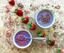 Low Glycemic Smoothie Bowl with Salad Power Green Juice